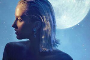 El cabello crece más con la luna creciente, lo que dice la ciencia